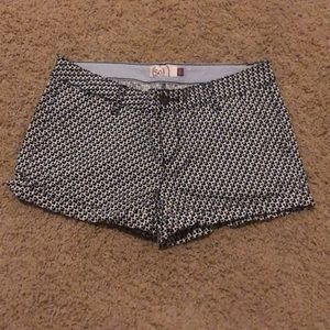 Black and white pattern junior shorts size 9